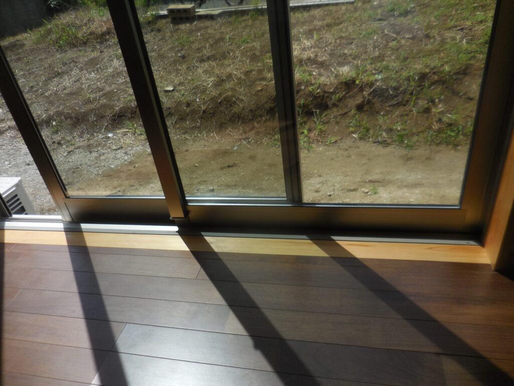 ヒノキの窓枠